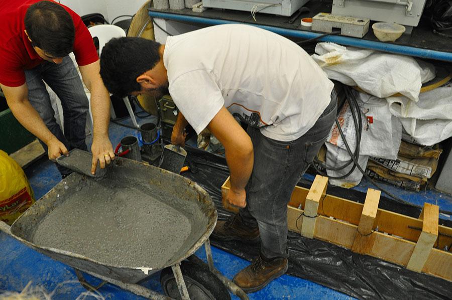 Laboratório de dosagem e fabricação de compósitos cimentícios