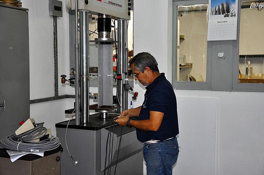Laboratório de ensaios mecânicos)